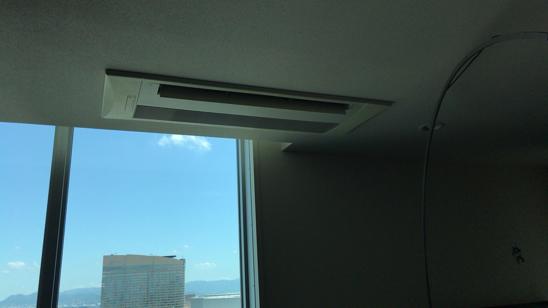 福岡、百道浜で天井埋め込みタイプのエアコンクリーニング