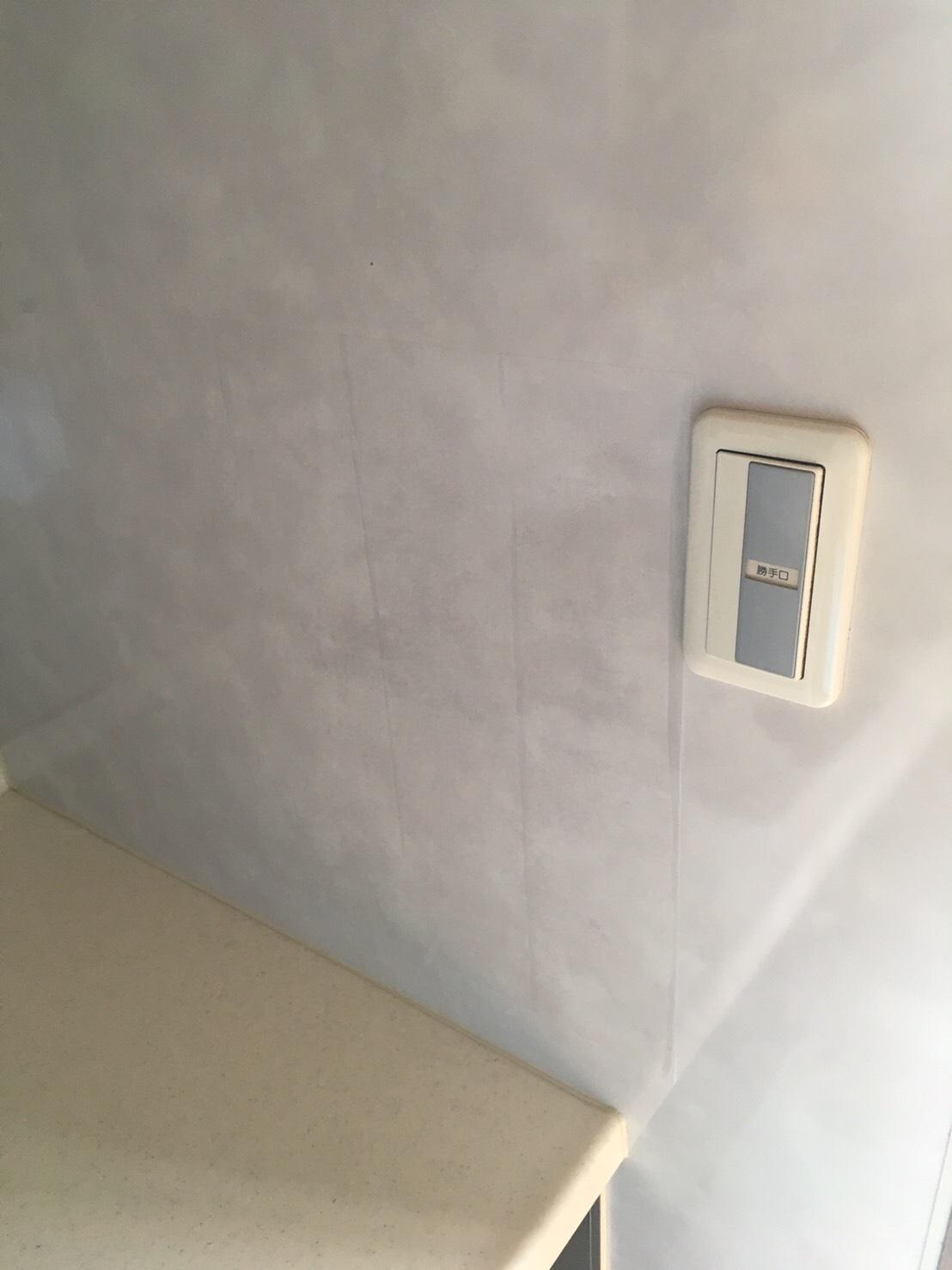 保護フィルムを貼ったキッチンパネル