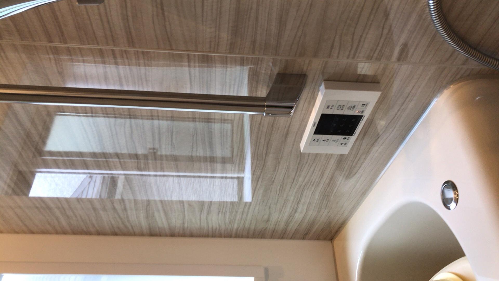 ハウスクリーニングで水垢を除去した壁