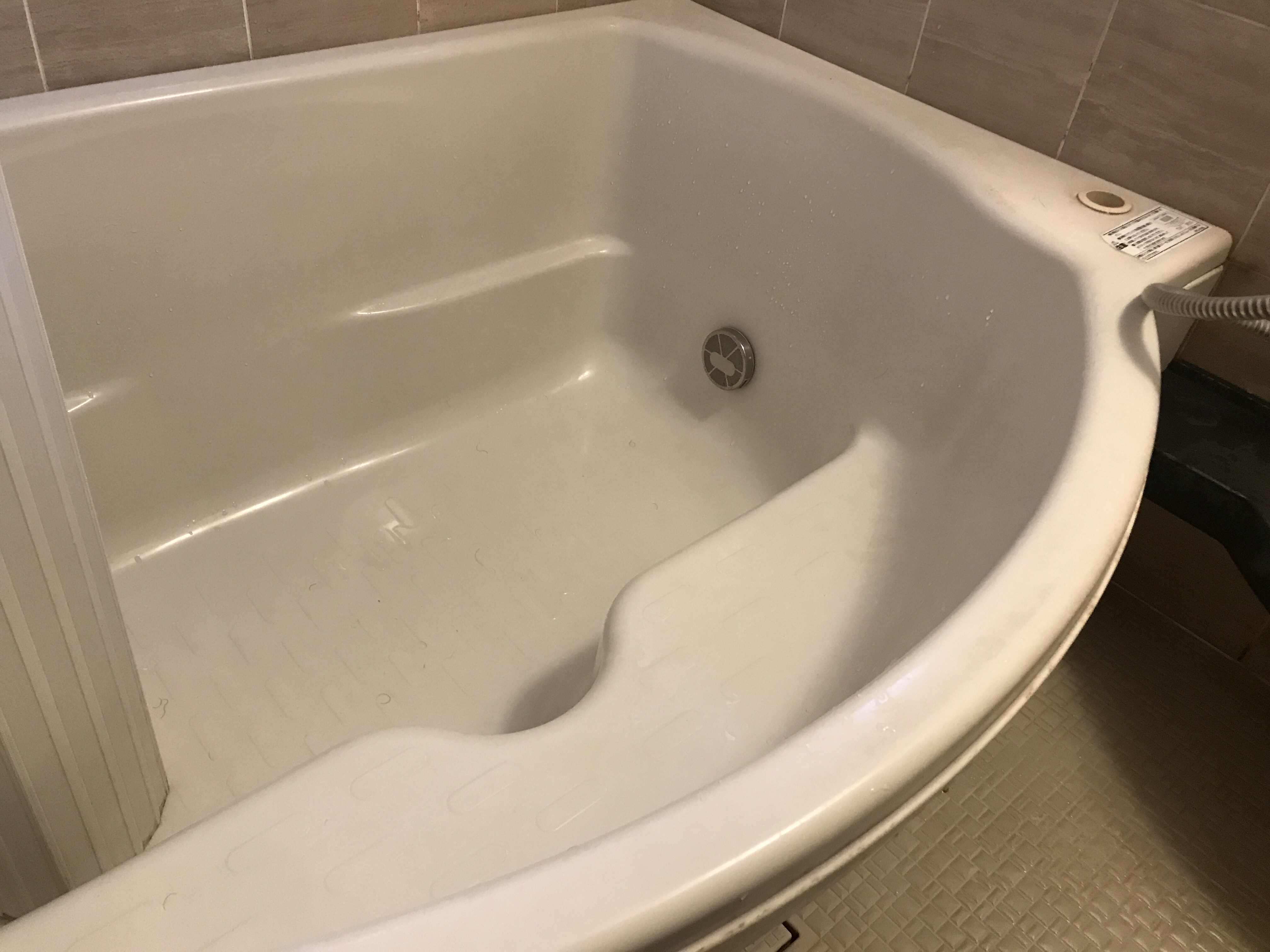 清掃前の浴槽